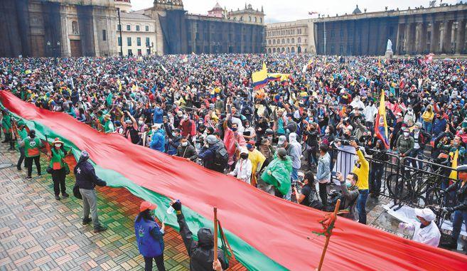 A pesar de la lluvia, la Plaza de Bolívar fue el principal escenario de manifestación y confrontación. / Óscar Pérez