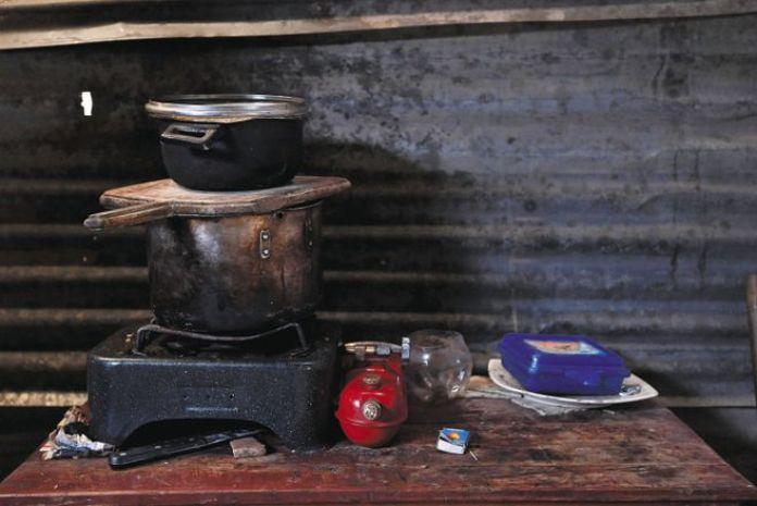 Como esta, hay millones de cocinas en Colombia en los hogares en condición de pobreza, que equivalen al 42,5 % de la población. / Mauricio Alvarado