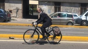 6573 Ciclista urbano 02