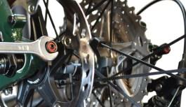 Regolare i forcellini Trek Stranglehold e installare chain keeper