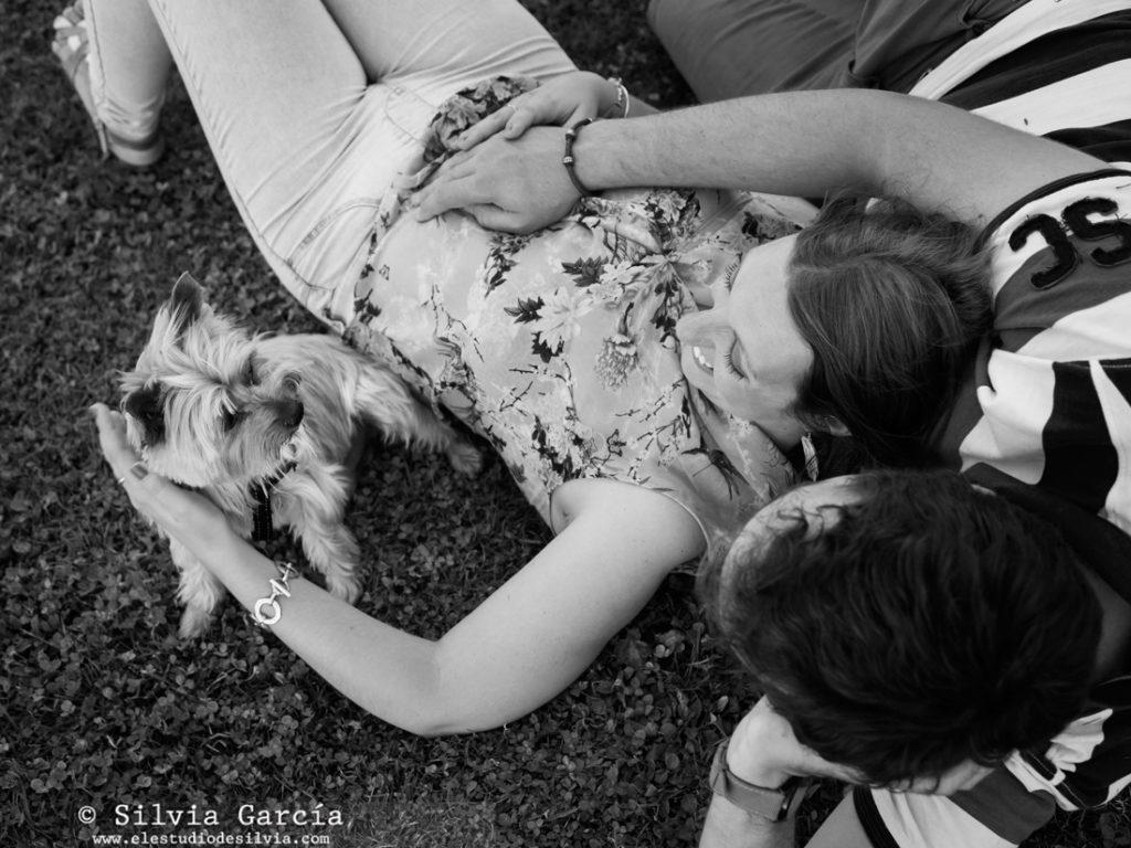 _mg_0054bn, preboda en Madrid, preboda en el Campo del Moro, fotos de pareja naturales, fotografia de boda Madrid, preboda en Madrid Rio