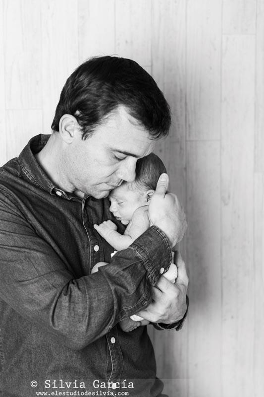 fotografía recién nacidos, newborn photography Madrid, fotos de recién nacido, fotografo infantil Sierra de Guadarrama, fotografo familiar Moralzarzal, fotos de bebés Madrid, fotos con papa, paternidad