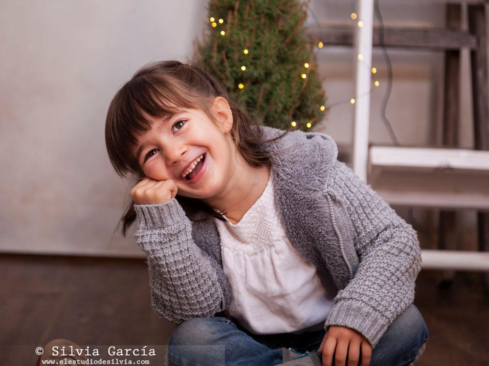 sesiones de Navidad, mini sesiones de Navidad, Navidad 2018, fotografía natural, christmas photos, reportaje de NAvidad, fotos de Navidad, Moralzarzal, fotografía infantil Moralzarzal, Fotografía familiar Madrid, fotos de familia naturales, Feliz 2019 Moralzarzal