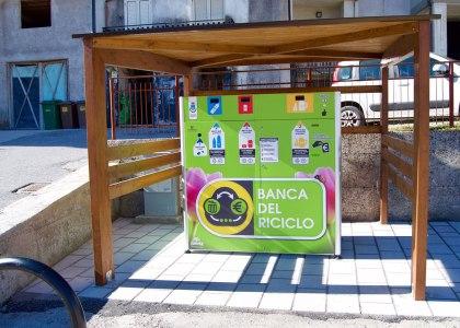 20-la-banca-del-riciclo-1-420x300 Ricicli plastica e alluminio al distributore automatico e ricevi denaro: anche in Italia il Reverse Vending