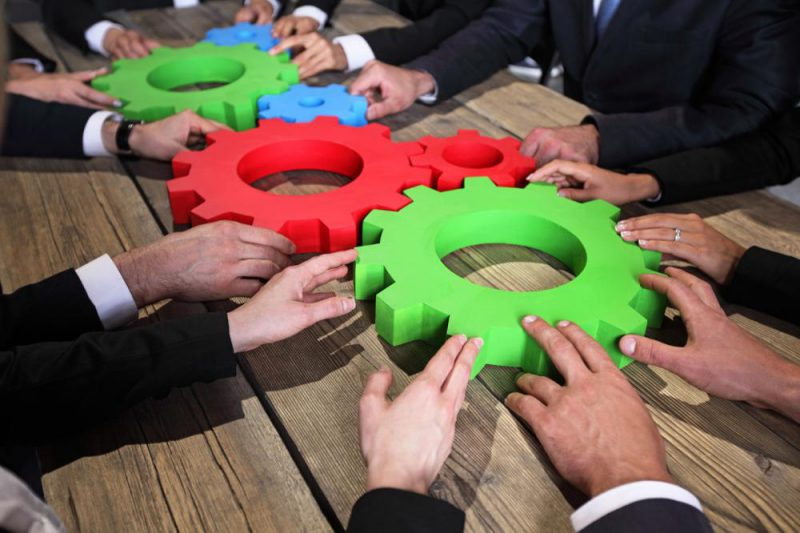 business-people-with-cogs-of-business