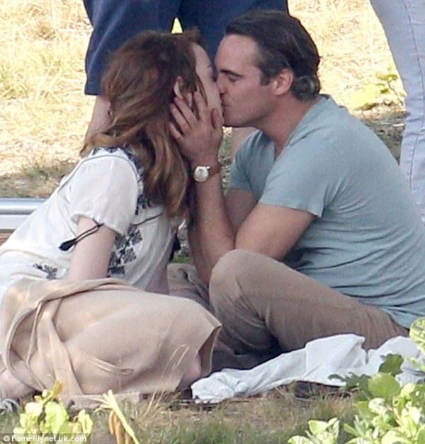 Joaquin Phoenix (Puro vicio) y Emma Stone