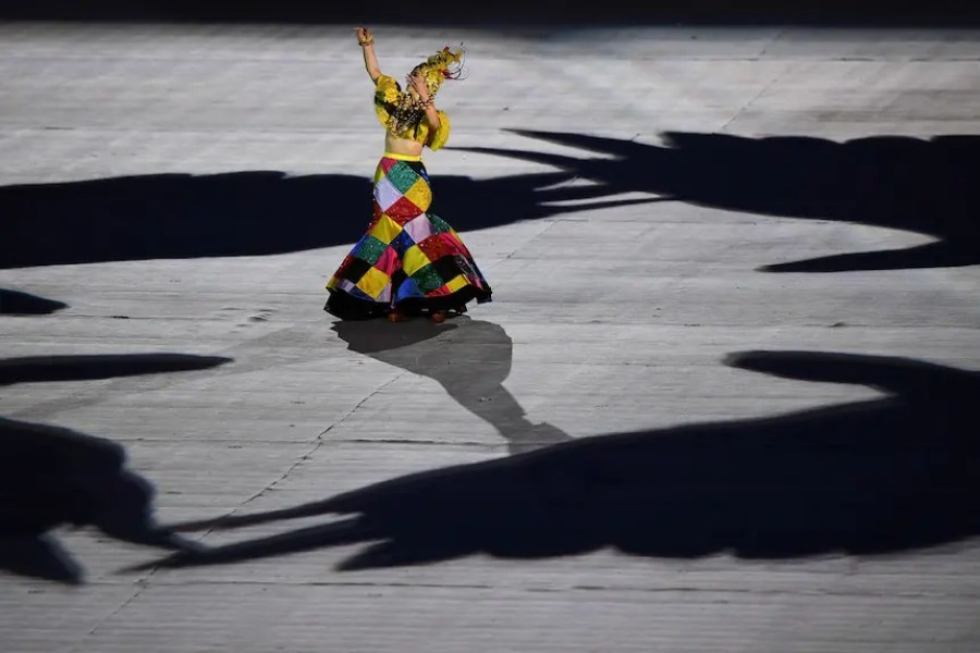 RIO DE JANEIRO, BRAZIL - AUGUST 21: Singer Roberta Sa performs in the 'Heroes of the Games' segment during the Closing Ceremony on Day 16 of the Rio 2016 Olympic Games at Maracana Stadium on August 21, 2016 in Rio de Janeiro, Brazil. (Photo by Pascal Le Segretain/Getty Images)