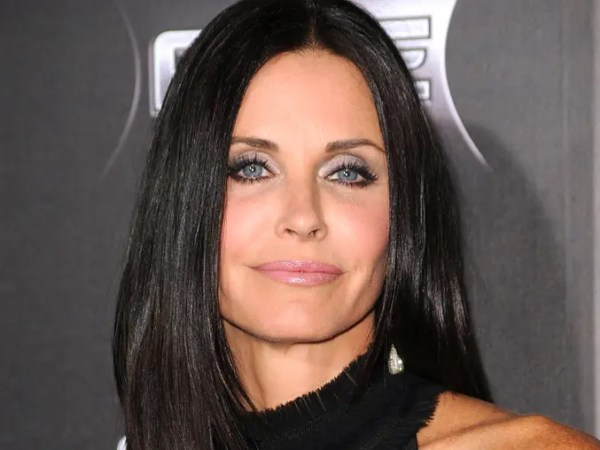 """HOLLYWOOD, CA - APRIL 11: Actress Courteney Cox arrives at the premiere of the Weinstein Company's """"Scream 4"""" at Grauman's Chinese Theatre on April 11, 2011 in Hollywood, California.   Frazer Harrison/Getty Images/AFP== FOR NEWSPAPERS, INTERNET, TELCOS & TELEVISION USE ONLY ==  US-PREMIERE-OF- 089167-01-09.jpg"""
