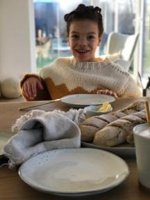 Frühtück mit den Elfenkindern Broste Copenhagen Geschirr und Bagutte