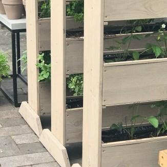 Vertikale Hochbeete für Kräuter und Erdbeeren anlegen ! Eine Liebeserklärung an die Formschönheit der einfachen Dinge. Anleitung für die Beflanzung von vertikalen Hochbeeten