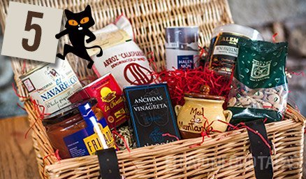 It's day 5 of our #Advent… featuring our giftworthy & delicious gourmet hamper… the perfect introduction to artisanal Spanish delights!  https://www.elgatonegrotapas.com/image-item/gourmet-hamper-media/