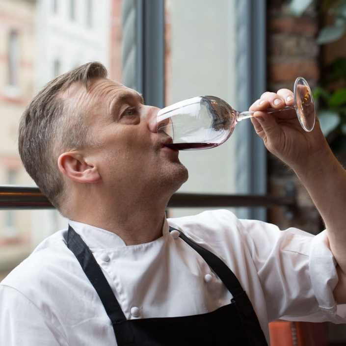 Simon Shaw wine tasting