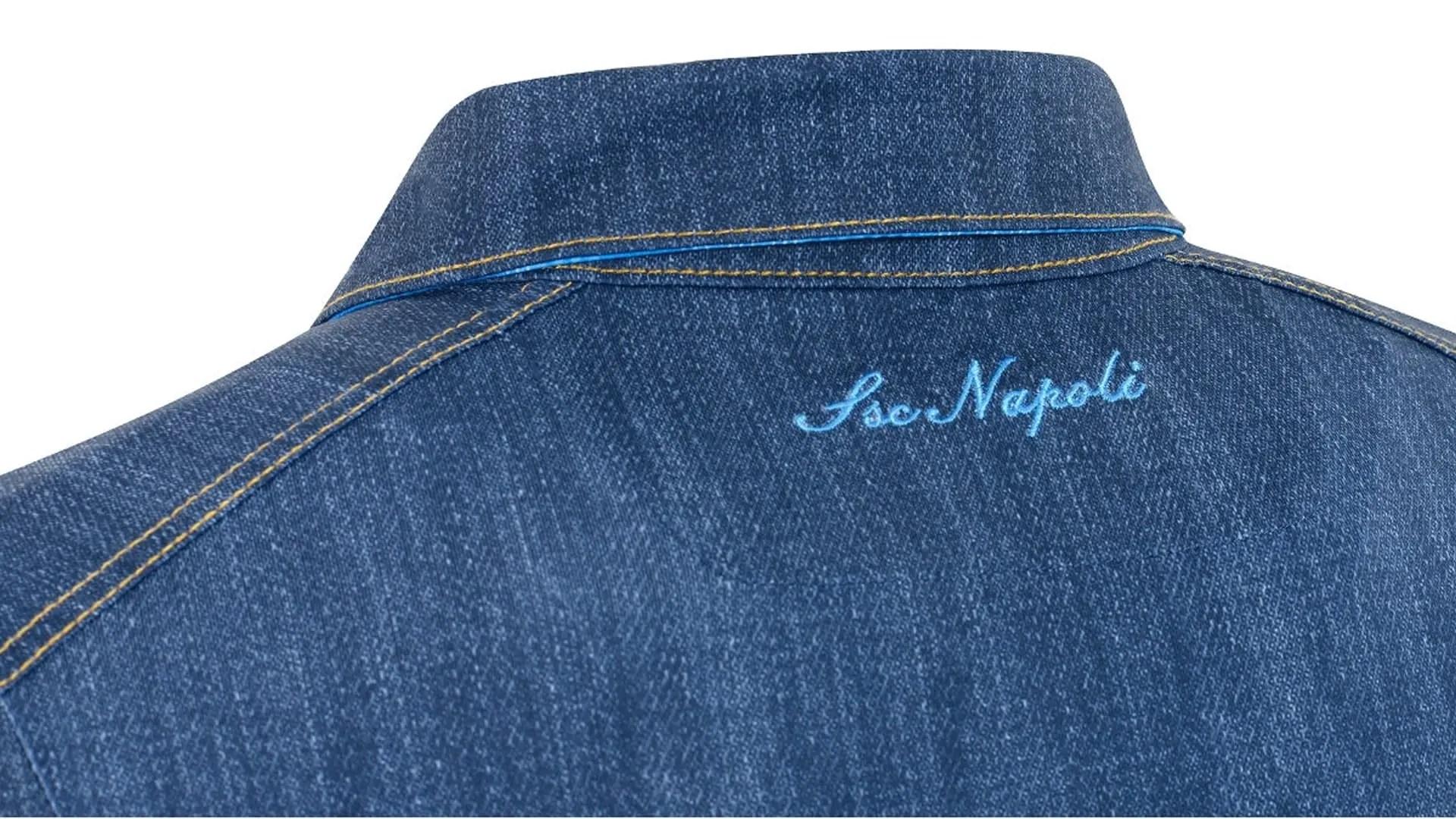 384a574267c95 Las nuevas camisetas del Napoles son de un material que imita a los vaqueros