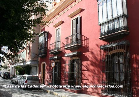 Casa de las Cadenas. Alameda Moreno de Guerra