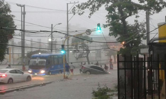 Resultado de imagen para lluvias en santa marta