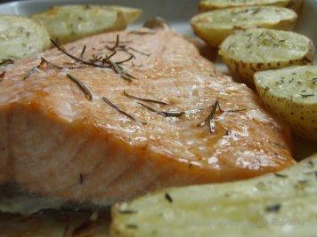omo de salmón con patatas al horno