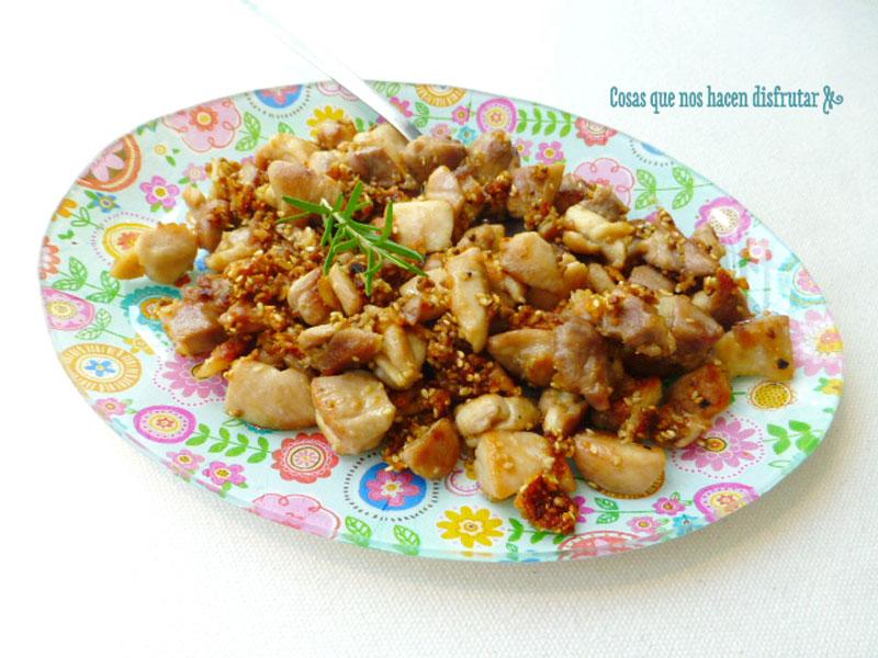 Pollo al ajillo con sésamo y semillas de mostaza