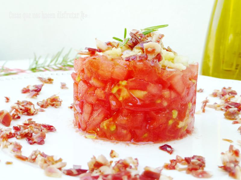 Tartar de tomate y virutas de jamón con aroma de romero para Love my Salad