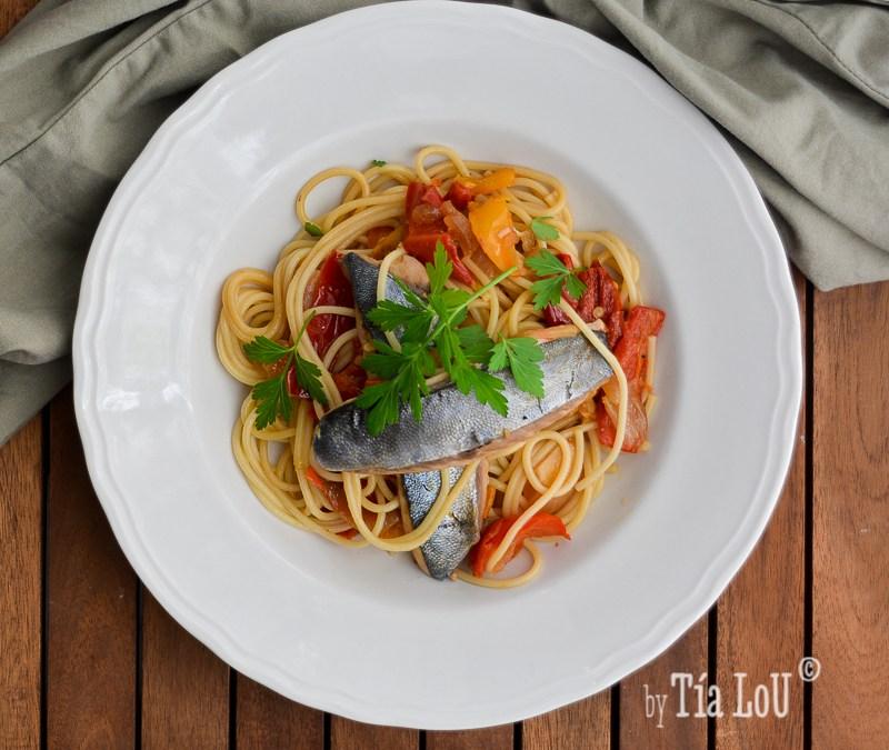 Espaguetis con chicharros en escabeche suave.