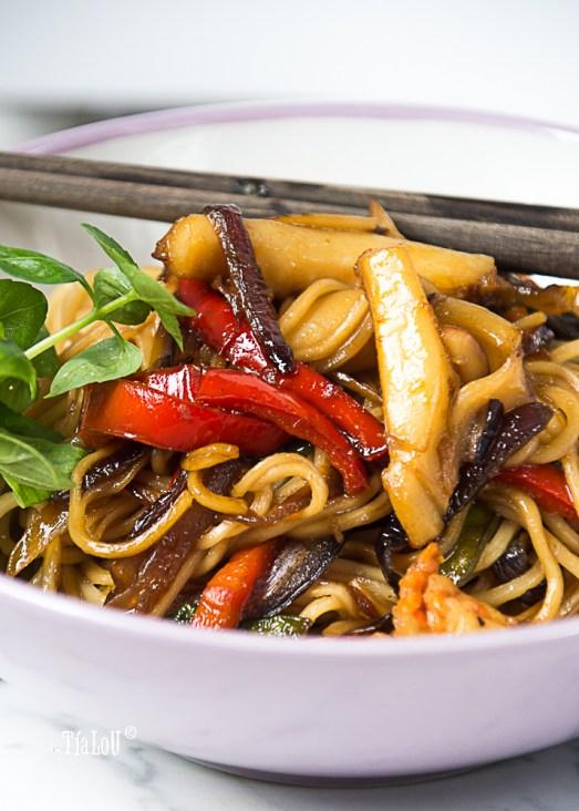 Noddles Chow Mein marinero by tia lou