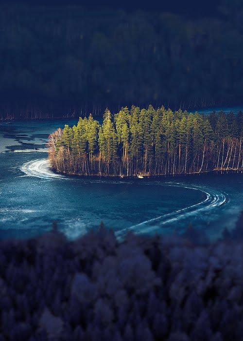 Frozen Lake Island, Alanko, Finland