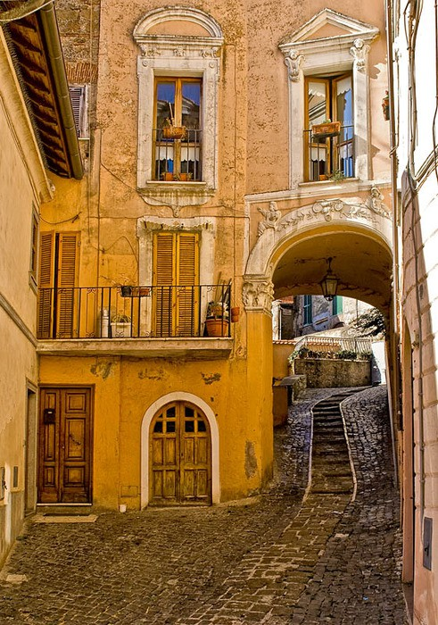 Alley, Rome, Italy