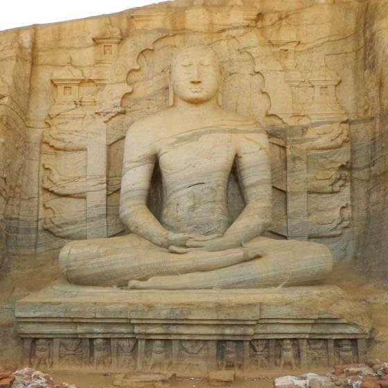 Sri Lanka Polonnaruwa Buddha Gal Vihara in meditazione