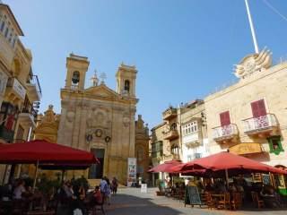 La piazza di Victoria, capoluogo di Gozo