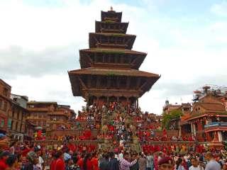 Tempio Nyatapola di Bhaktapur, in Nepal durante la festività Gai Jatra ad agosto