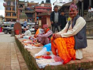 Bramini in Piazza Durbar a Patan, Nepal