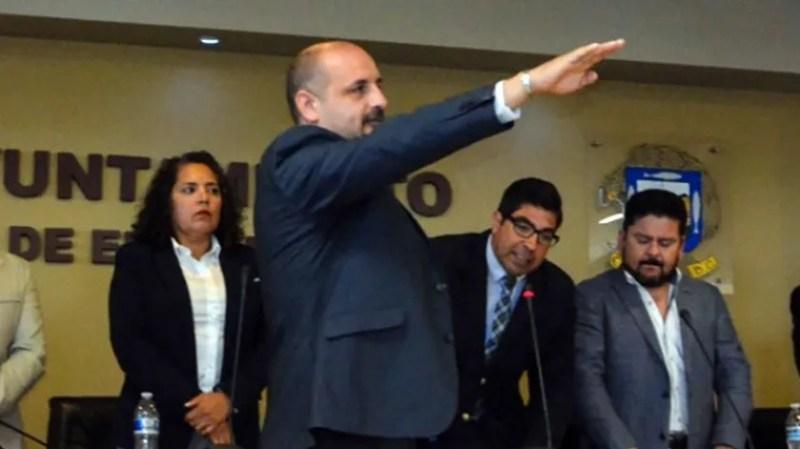 El alcalde Armando Ayala le deseó a Javier Romero Arizpe el mayor de los éxitos en sus próximos proyectos que decida emprender.(Tomada de la red)