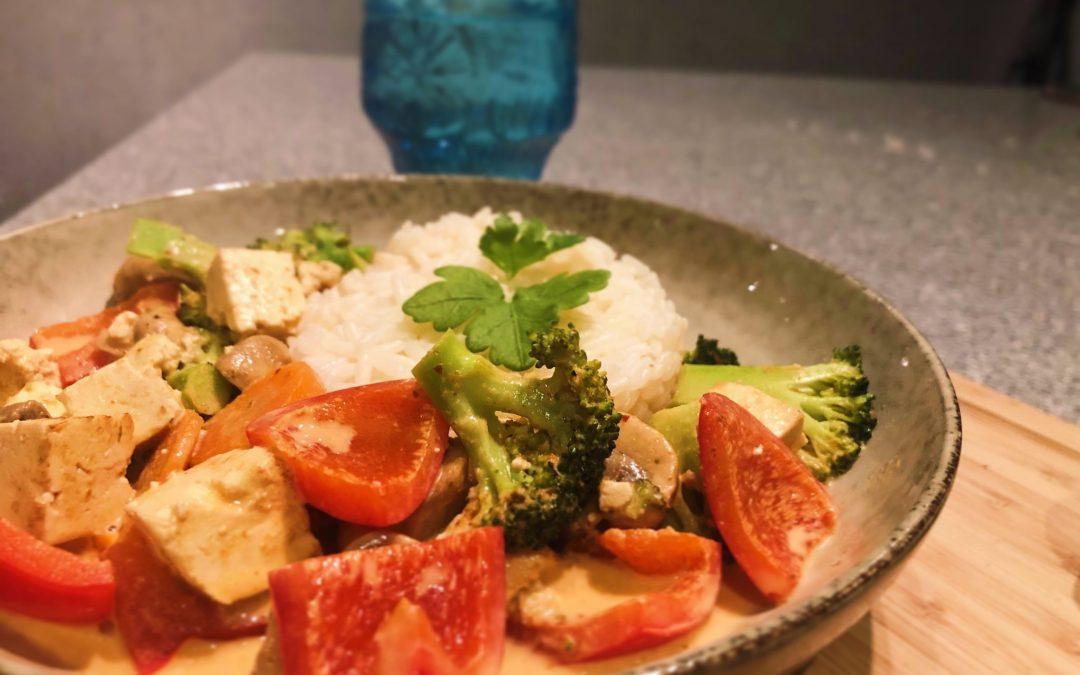 Tofu med röd curry och kokosmjölk