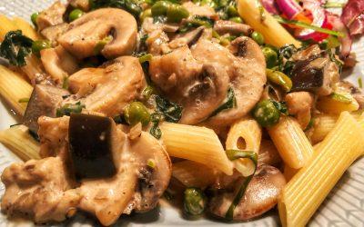 Pasta med ärtor, svamp spenat och aubergine