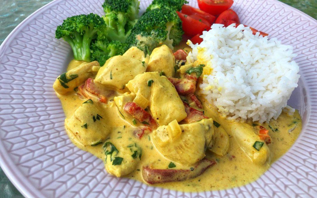 Enkel kycklinggryta med curry och paprika