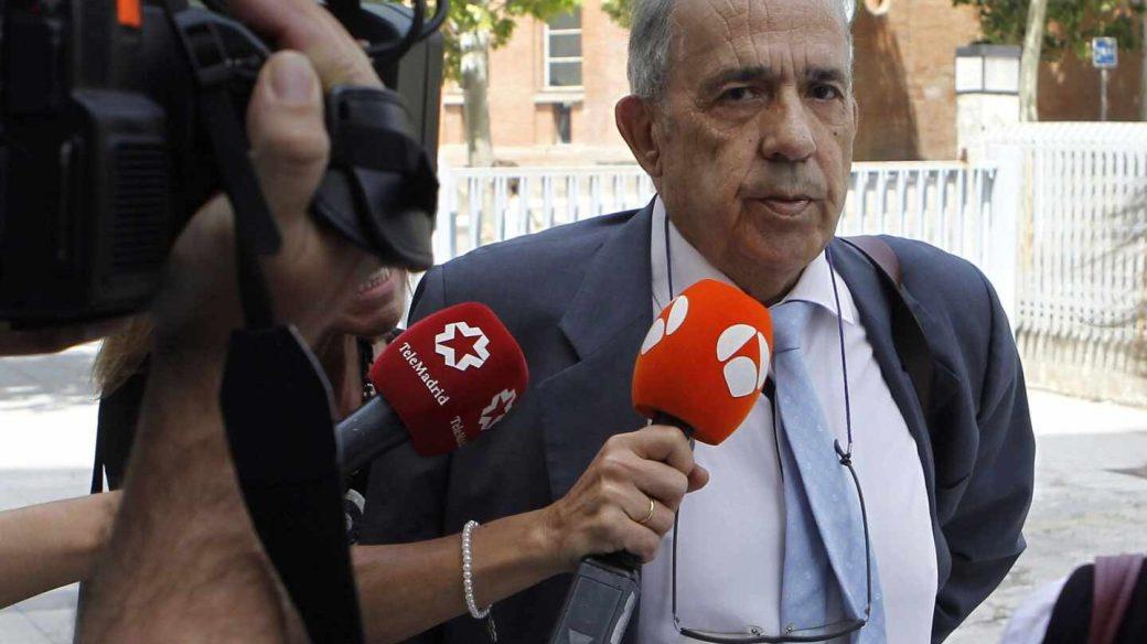 El ex director del Instituto de Derecho Público de la URCJ Enrique Álvarez Conde llega a los Juzgados.