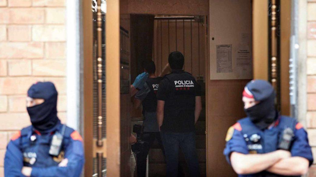 Los Mossos d'Esquadra, durante una operación policial.