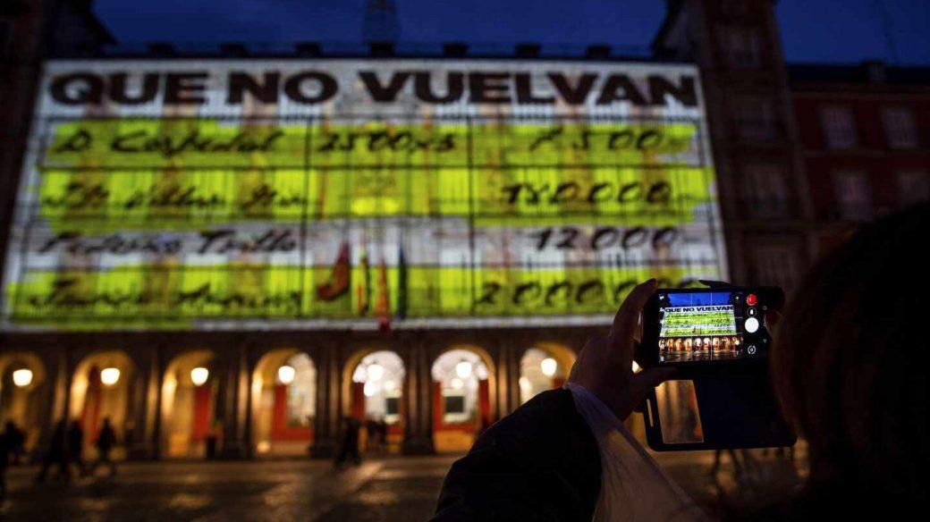 La exhibición de los papeles de Bárcenas en la Plaza Mayor.