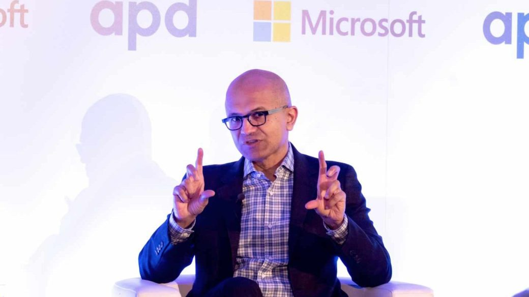 Microsoft sigue los pasos de Apple y Amazon y supera el billón de dólares de valor en bolsa.