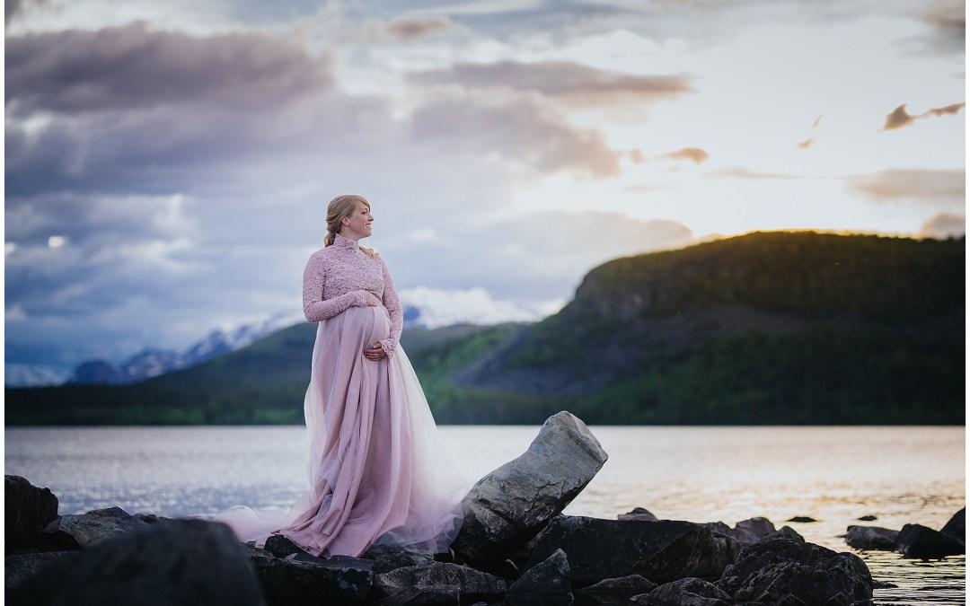 Gravidfotografering i Saltoluokta med Emma