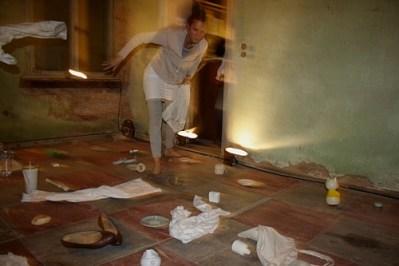 Displaced, Performance und Rauminstallation, 2009 (Foto: Axel Schubert)