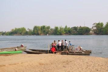 Pirogue à motos 4000 iles laos blog