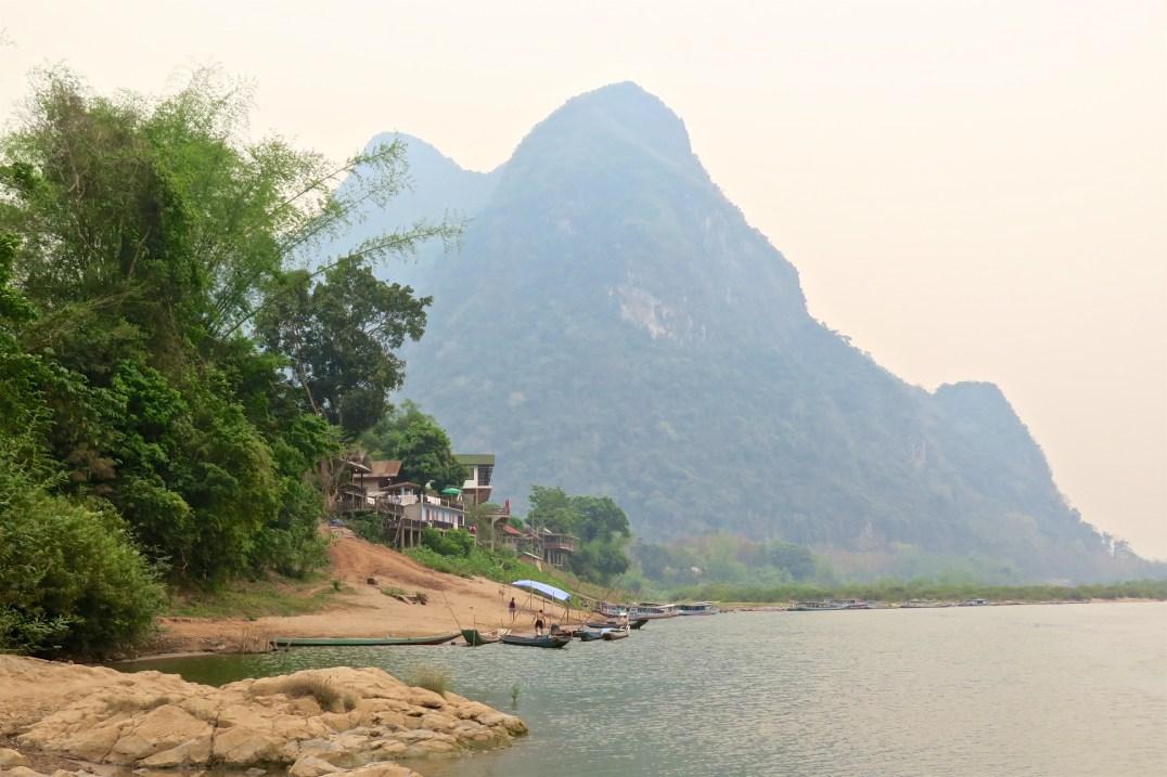 Village Muang Ngoi, depuis le bord de la Nam Ou, bilan du laos blog de voyage
