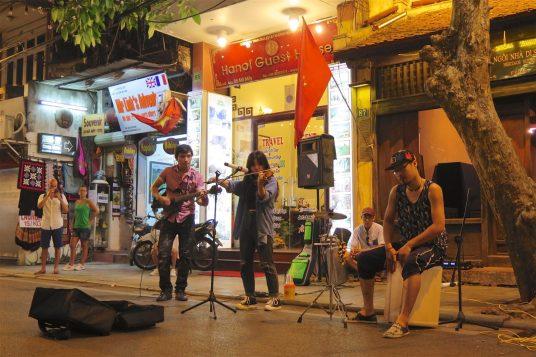 Musiciens nuit Hanoi Vietnam blog voyage 2016 24