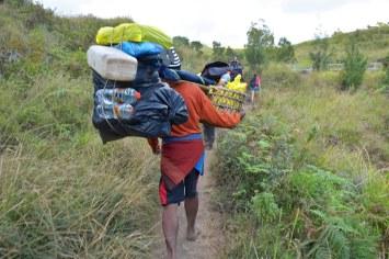 Porteur trek-rinjani-lombok-indonesie-blog-voyage-2016-3