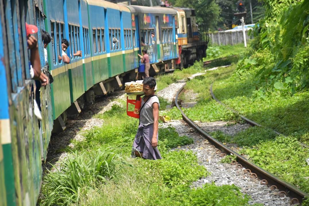 Train circulaire Yangon-Myanmar-Birmanie-blog-voyage-2016 19