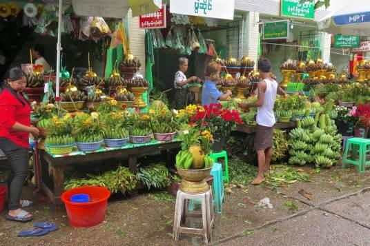 Stand offrandes Yangon-Myanmar-Birmanie-blog-voyage-2016 61