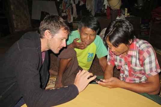 Soiree guide pere Trek-Kalaw-Inle-Myanmar-blog-voyage-2016 58