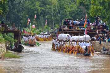 Arrivée procession Lac-Inle-Myanmar-blog-voyage-2016 38