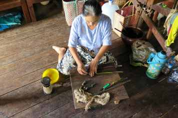 Fibre lotus Lac-Inle-Myanmar-blog-voyage-2016 74
