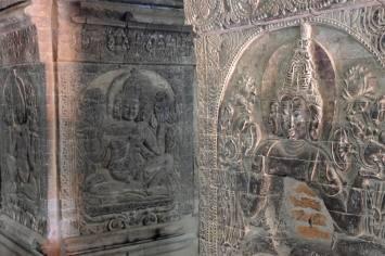 Colonnes sculptées du temple Nanpaya